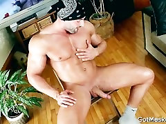 Beafed muscle stud jerking off cock part4
