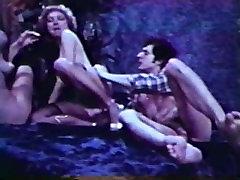 Peepshow Loops 420 70s and 80s - Scene 3