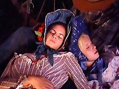 Patty Page hot outdoor sex: scene from Carovana della Violenza