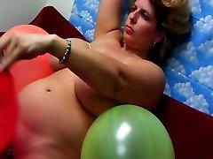 sani uriasi și baloane live cam show în fiecare joi