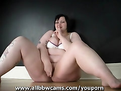 Fat BBW Milla Monrow plays with her pussy 1