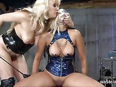 Naughty Asian slave girl brings Mistress to orgasm