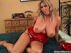 Mom wants your cum on her big boobs