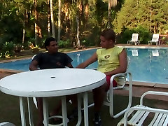Latin pool boy gets blowie from punky blonde guy