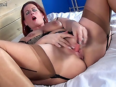 Sexy old mom hungry for a good fuck