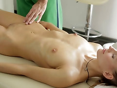 Nude massage gets the blondie sex.crazy.02